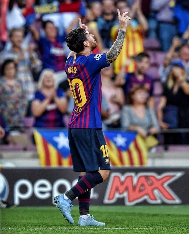 футболист на стадионе в движении