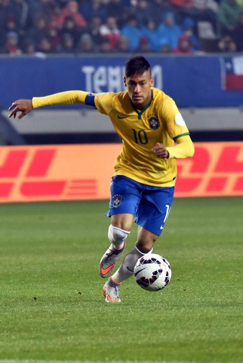 футболист на стадионе необычный